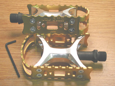 Suntour Pedals with gold cages Vintage NOS Last Pair